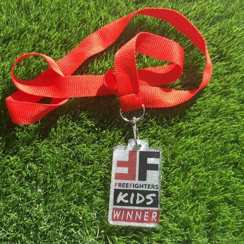 medallaFrrefightersKids2019